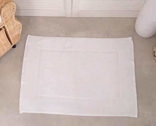 Bílá koupelnová předložka pro hotely a penziony