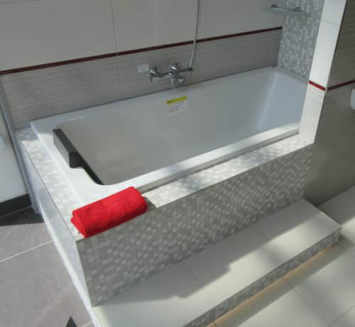 Obdelníková vana do panelákové koupelny