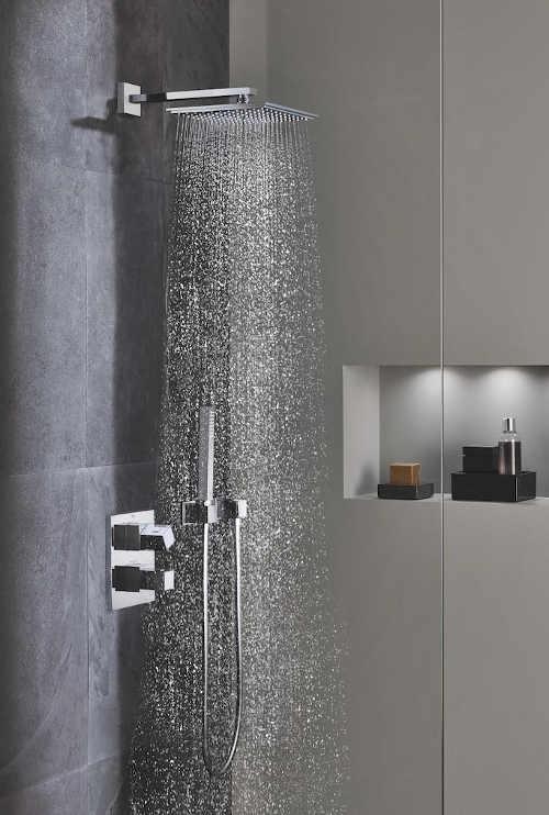 Podomítkový sprchový set do moderní koupelny