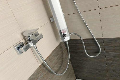 Rohový sprchový sloup pro napojení na klasickou baterii