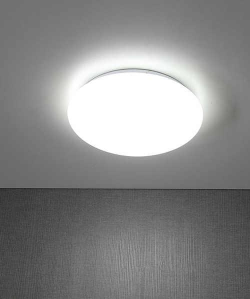 Jasně zářící stropní LED světlo