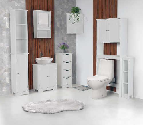 Jednobarevný bílý nábytek do koupelny