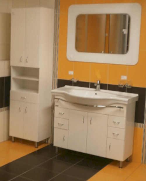 Koupelnová skříňka s košem na prádlo