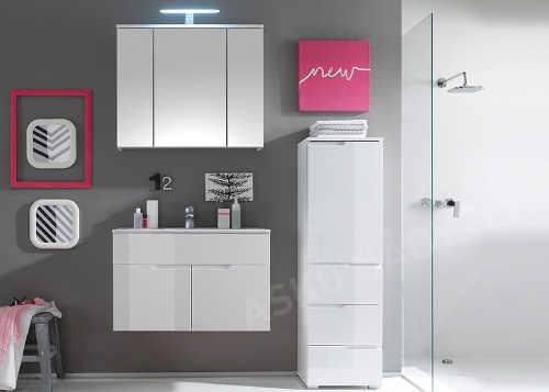 Bílý lesklý koupelnový nábytek s velkou galerkou