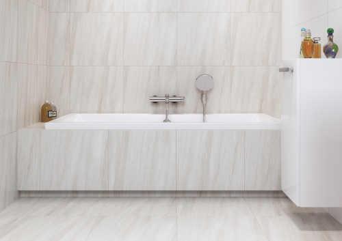 Koupelna s obdélníkovou vanou dřevodekor