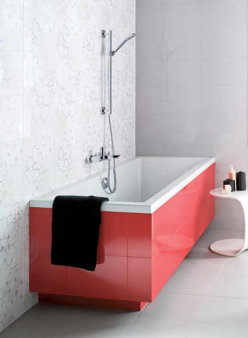 Obdélníková akrylátová vana obložená červenými kachličkami