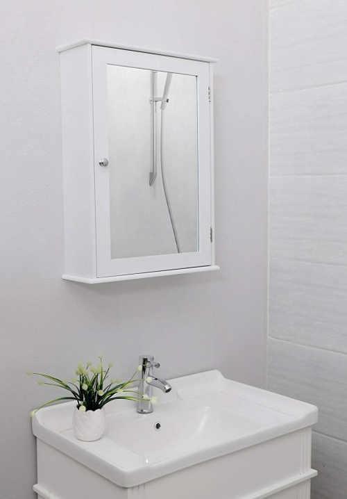 Koupelnová skříňka se zrcadlem v bílém designu
