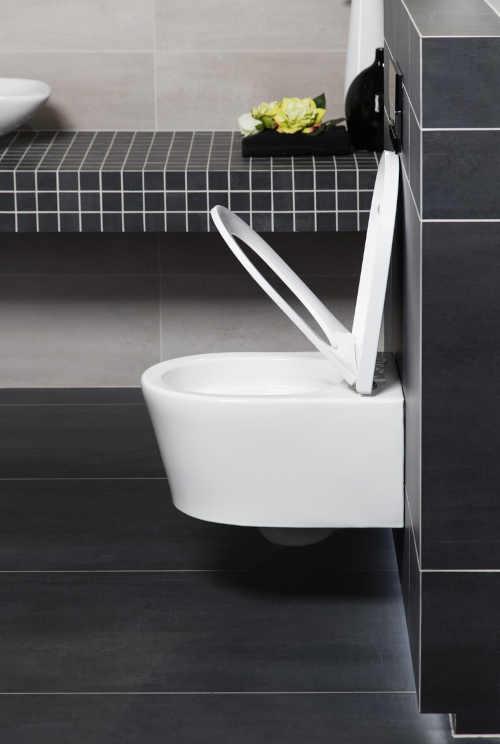 bílé závěsné WC i do malého prostoru