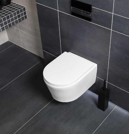 praktické závěsné WC v bílém provedení