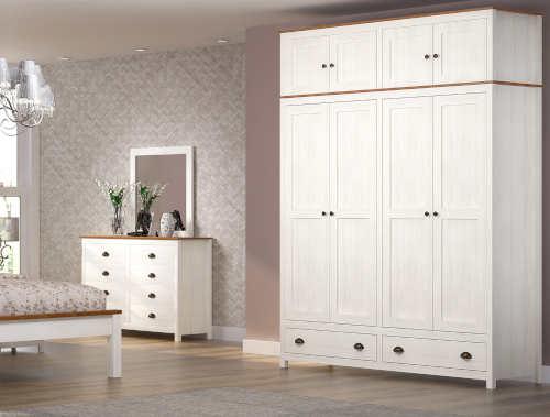 Bílý provence nábytek do ložnice včetně velkého zrcadla