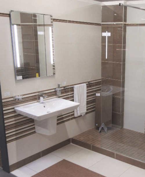 Zrcadlo s osvětlením nad koupelnové umyvadlo s orientaci na výšku