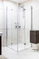 Sprchový kout v chromovém designu