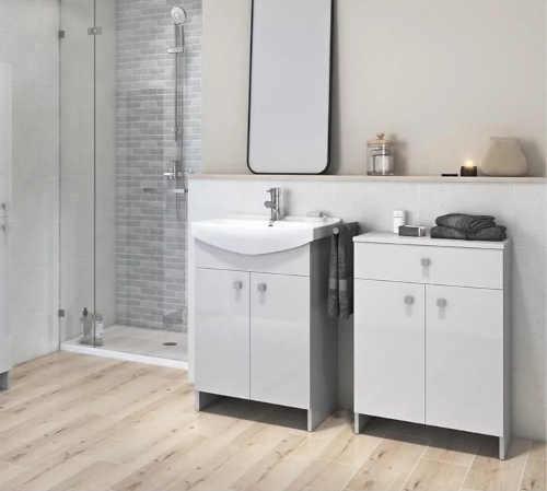 šedá koupelnová skříňka s umyvadlem